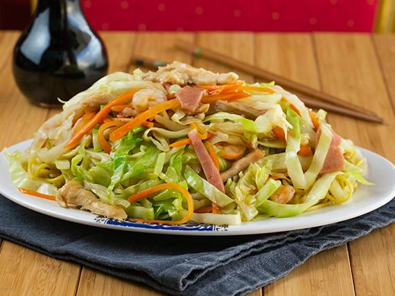 Chow mein de jamón o pollo