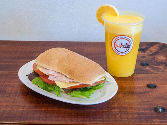 Combo desayuno sano - Sándwich a elección + jugo 2 frutas con agua