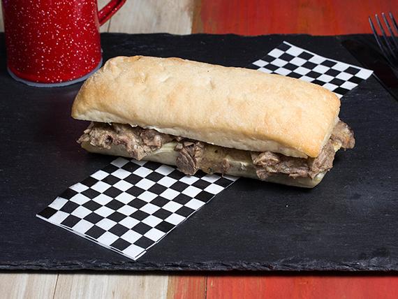 Sándwich luco mechada