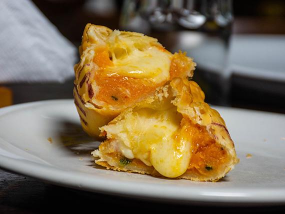 Empanada de calabaza y muzzarella