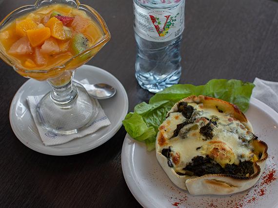 Promo - Tarta de espinaca (popeye) + agua mineral 500 ml + ensalada de frutas