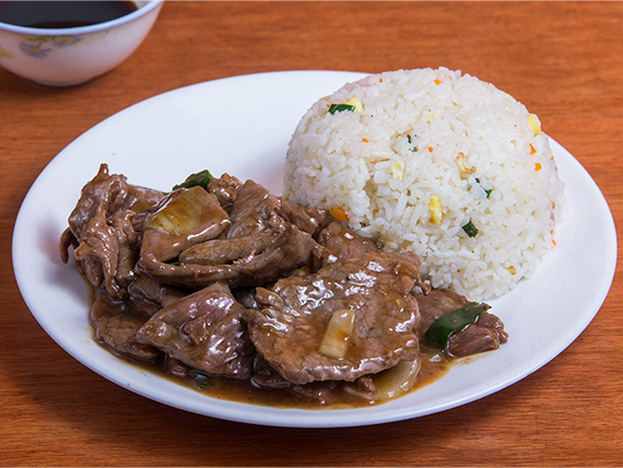 Carne mongoliana con arroz chaufán