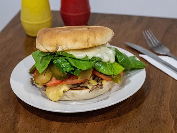 Sándwich de churrasco rúcula