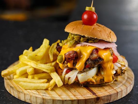 Burger punto con papas fritas