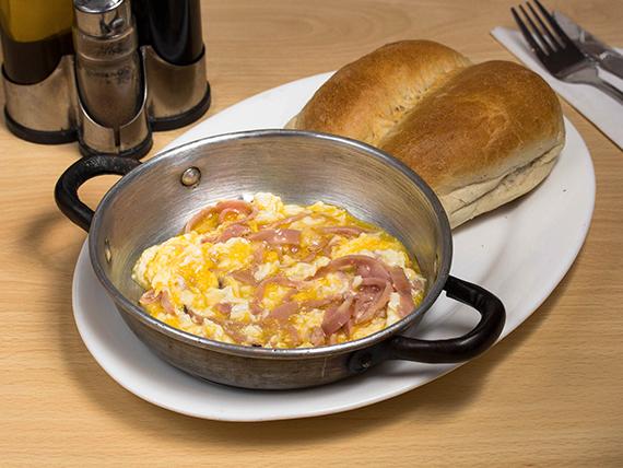 Paila de huevos con jamón