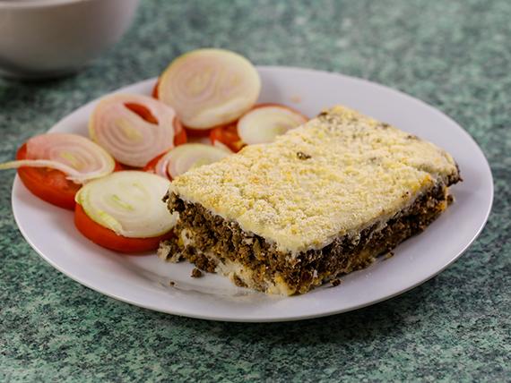 Lunes - Pastel de carne con guarnición + pan + postre