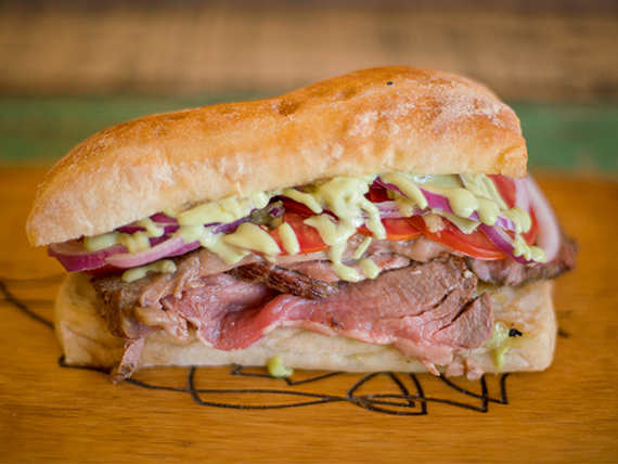 Sándwich de roast beef criollo