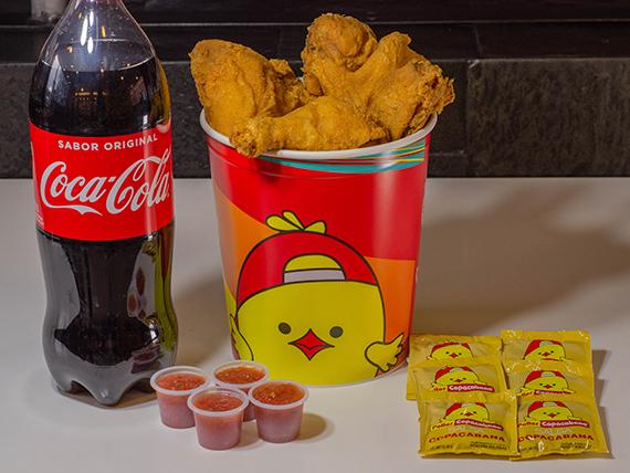 Balde 12 presas de pollo surtidas + Coca Cola 2 L