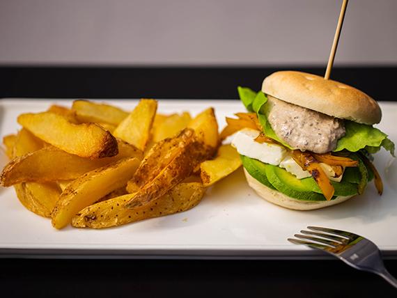 Del huerto burger con papas rústicas