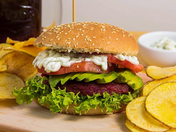 Hamburguesa de beterraga + 2 ingredientes a elección +  papas fritas rústicas