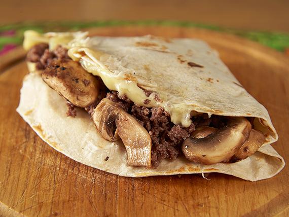Quesadilla de carne, queso y champignon (fajita)