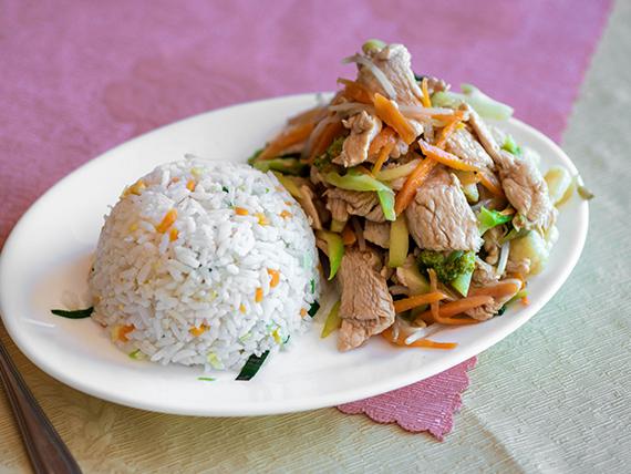 Colación D - Chapsui de pollo con arroz chaufán