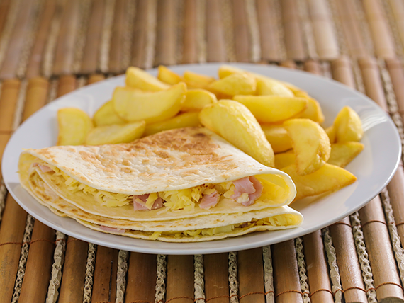 Quesadilla XL (doble tamaño) con papas fritas