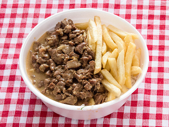 Marmitex 9 - Strogonoff de carne, arroz, feijão, fritas e farofa