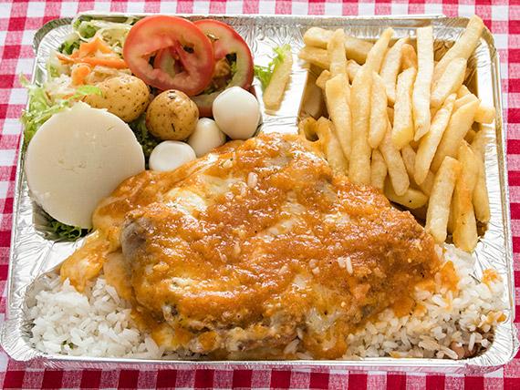 Marmitex 14 - Contra filé à parmegiana, arroz, fritas, salada e farofa