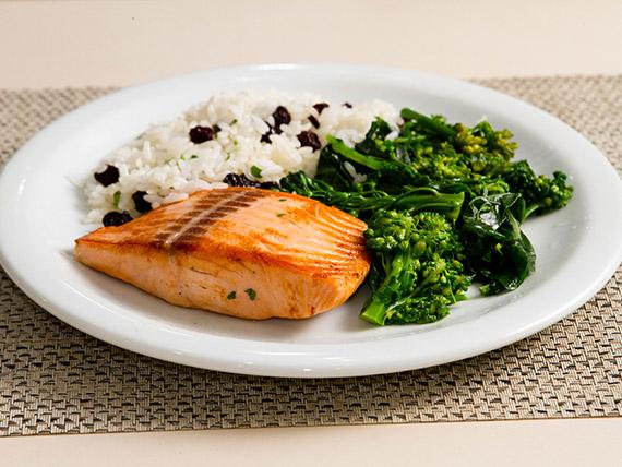 30 - Posta de salmão grelhado com legumes individual