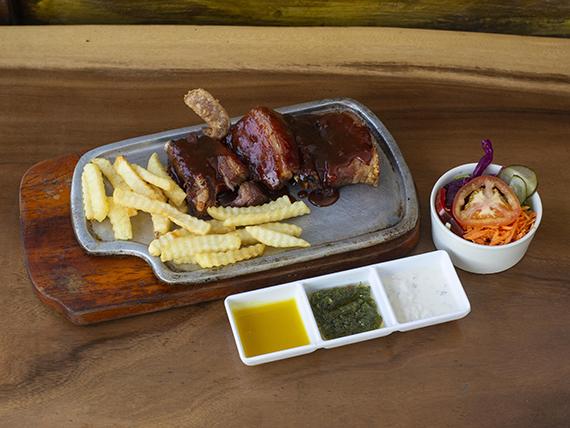 Costilla de Cerdo con Nuestra Salsa BBQ