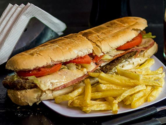 Sándwich de milanesa gigante especial