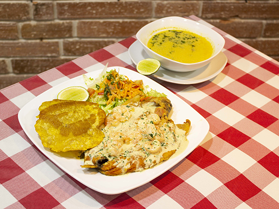 Trucha al Ajillo con Camarones