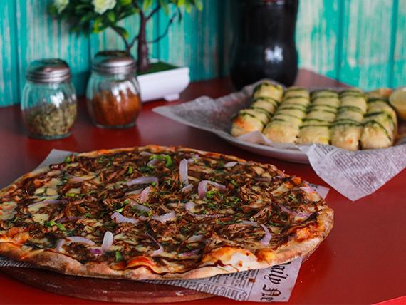 Sugerencia 5 - Pizza mediana + Bastones de ajo y queso parmesano + Bebida 1.5 L