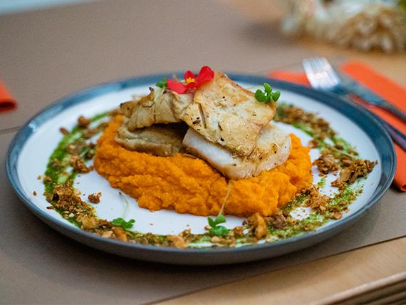 Merluza con puré de zanahoria y boniato