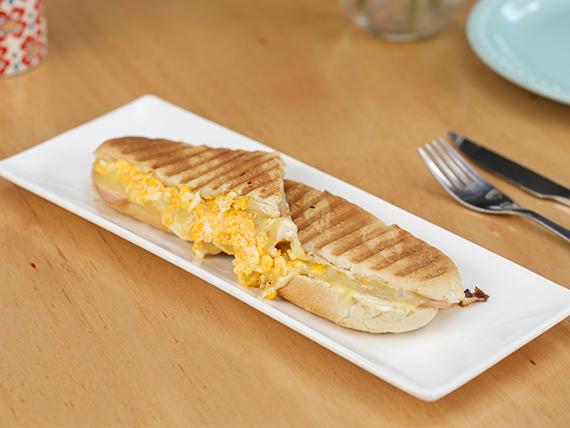 Prensado de lomito, queso y huevo