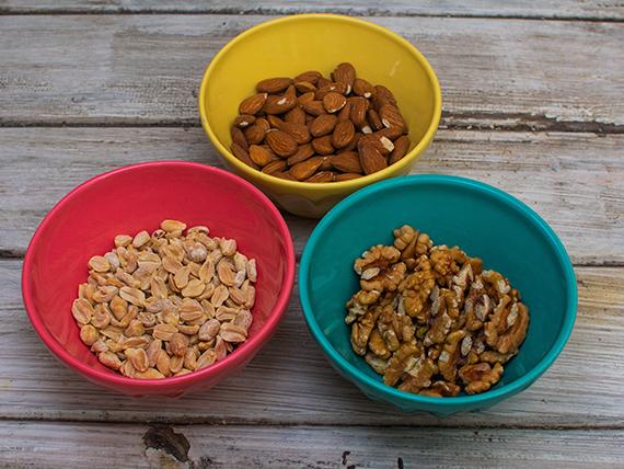 Almendras peladas 150 g + Nueces mariposas enteras 200 g + maní pelado y tostado sin sal 150 g