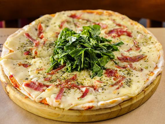 Pizzeta con jamón crudo y rúcula