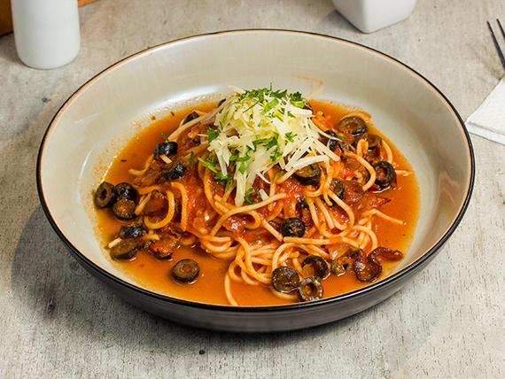 Espagueti en salsa napolitana