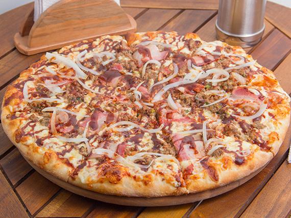 Pizza con carne BBQ
