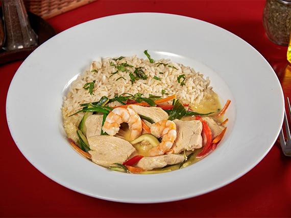 Camarones al curry con arroz blanco