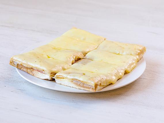 Sándwiche caliente con muzzarella