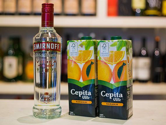 Promo - Vodka Smirnoff 750 ml + 2 jugos cepita de naranja 1 L
