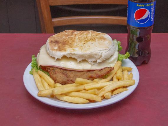 Promo - 1 Sándwich de milanesa completo + papas fritas + gaseosa 500 ml