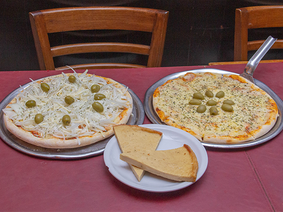 Promo 4 - 1 Pizza con muzzarella + 1 fugazzeta + 2 fainá