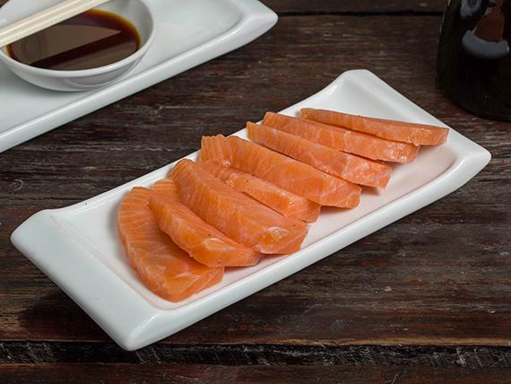 Sashimi salmón (8 piezas)