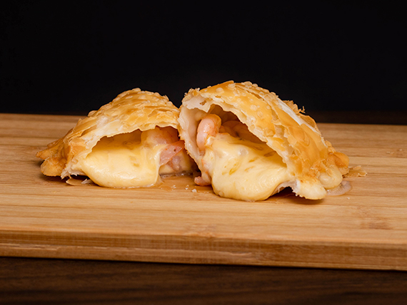 Empanada de queso y camarón
