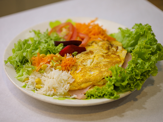 Omelette con guarnición
