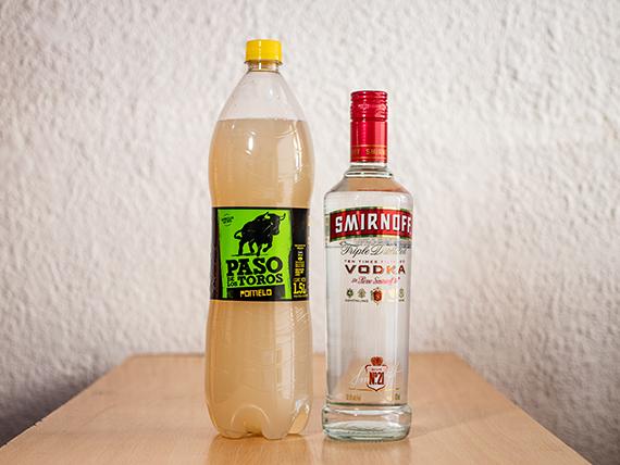 Promoción - Vodka Smirnoff 750 ml + gaseosa Paso de los Toros 1.5 L
