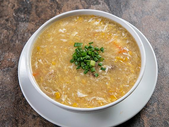Sopa de maíz con pollo