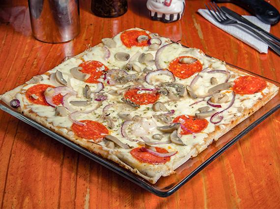 Pizza al pepperoni (32x32cm)