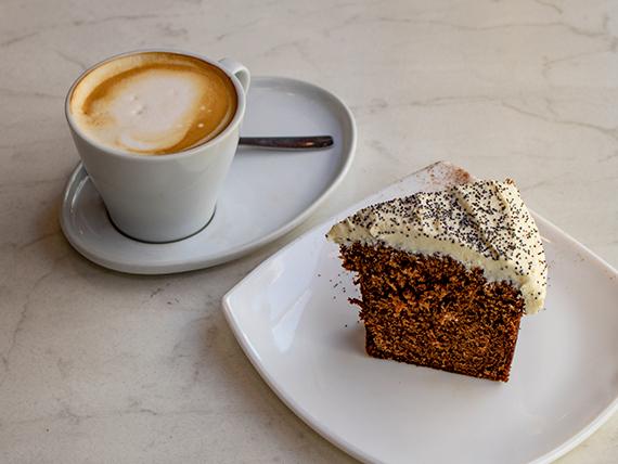 Desayuno o merienda - Café + carrot cake
