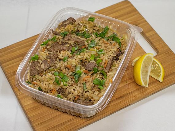 Wok de carne con arroz