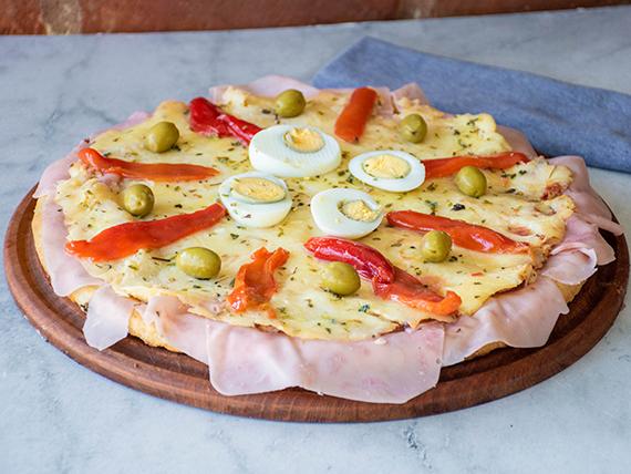 Pizza especial con jamón y morrón