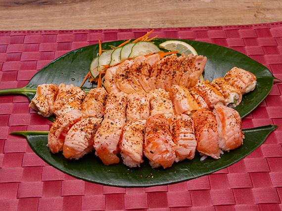 Promo 6 - 10 geishas de salmón flameadas con togarashi + 10 sashimi salmón sellados a la plancha con togarashi + 10 niguiris de salmón flameados con togarashi