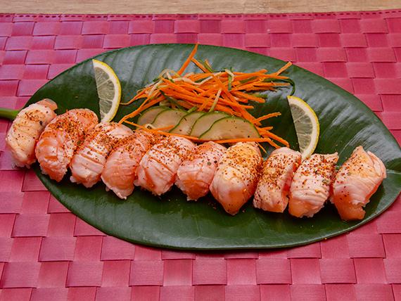 Niguiri salmón flameadas (10 unidades)