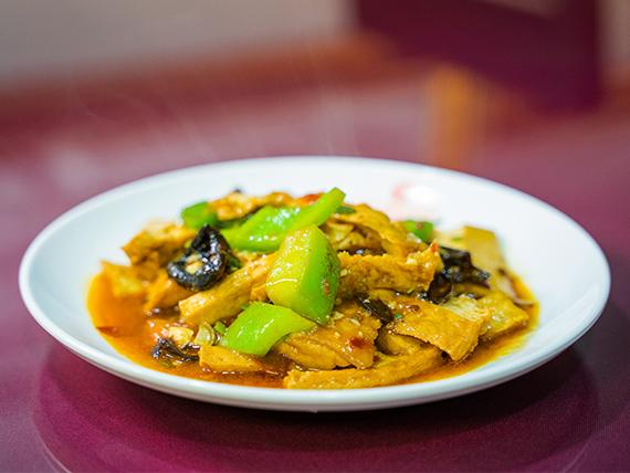 Tofu a la salsa de soja al wok