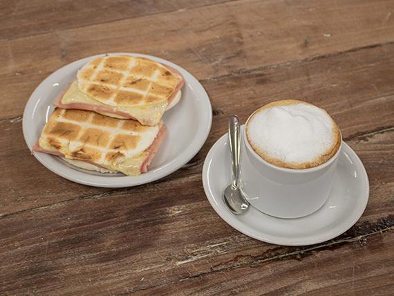 Promo - Café con leche 300 ml + tostado de Piruchitas con jamón y queso