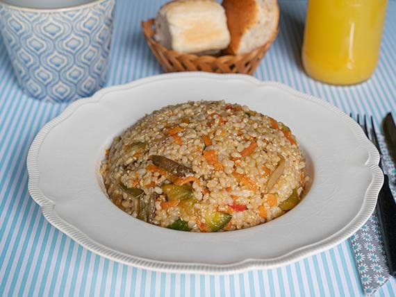 Salteado de arroz yamani con vegetales