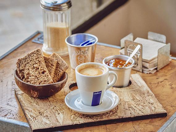 Desayuno - Café + tostadas